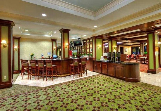 Courtyard by Marriott Worcester: Lobby Bar
