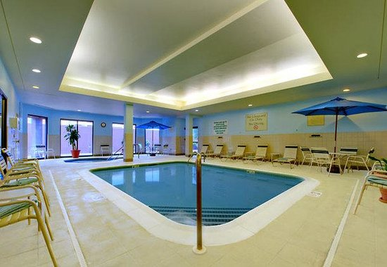 Courtyard by Marriott Worcester: Indoor Pool