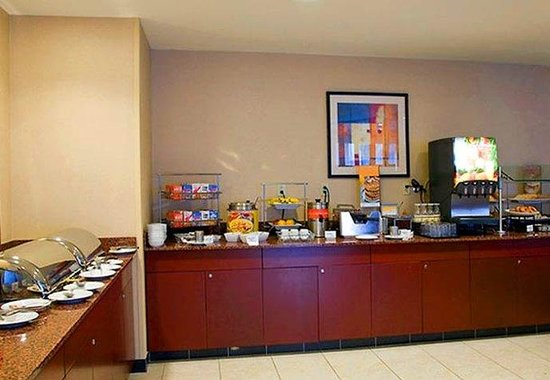 Courtyard by Marriott Memphis Southaven: Breakfast Buffet