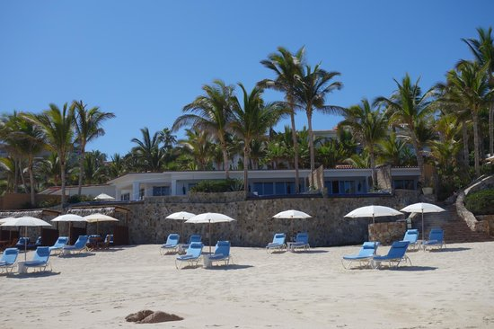 One & Only Palmilla Resort: Beach front casitas with plunge pools - small and disappointing (thin walls, noisy neighbors)