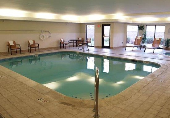 Courtyard by Marriott Colorado Springs South: Indoor Pool &amp; Spa