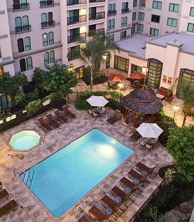 ‪‪Courtyard by Marriott Los Angeles Old Pasadena‬: Outdoor Pool & Courtyard‬