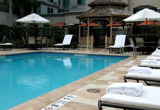 ‪‪Courtyard by Marriott Los Angeles Old Pasadena‬: Outdoor Pool‬