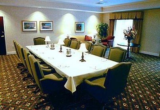 Courtyard by Marriott Erie: Penthouse Boardroom