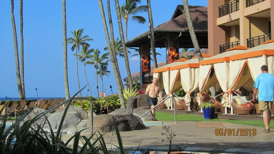 Sheraton Kauai Resort: View of the pool and cabanas
