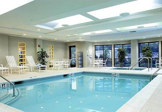Courtyard by Marriott Lancaster: Indoor Pool