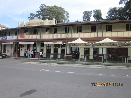 Strahan, Australia: Front of the Hamer Hotel Bar and Grill