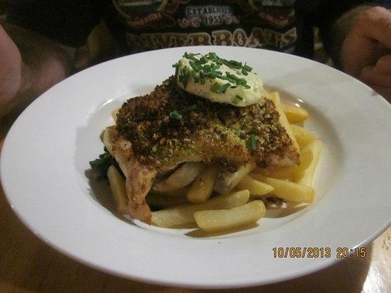 Strahan, Australien: Chicken steak with chips