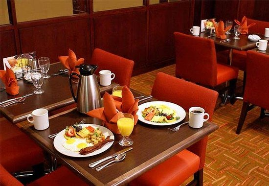 Courtyard San Diego Central: Hot Breakfast Buffet