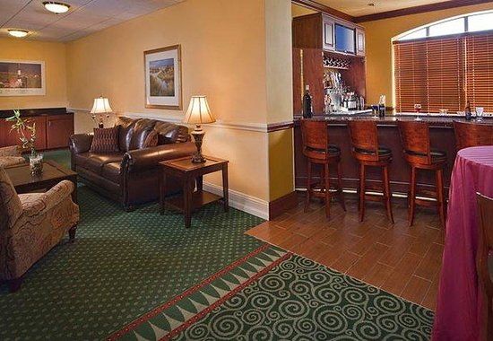 Courtyard by Marriott Long Island MacArthur Airport: Great South Bay Lounge