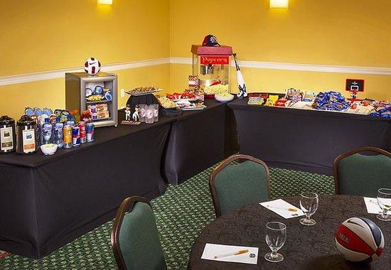 Courtyard by Marriott Long Island MacArthur Airport: Themed Meeting Catering