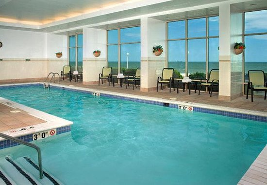 Courtyard by Marriott Virginia Beach Oceanfront / N 37th St: Indoor Pool
