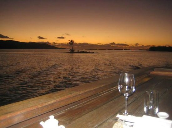 Four Seasons Resort Bora Bora: View from the Sunset Bar