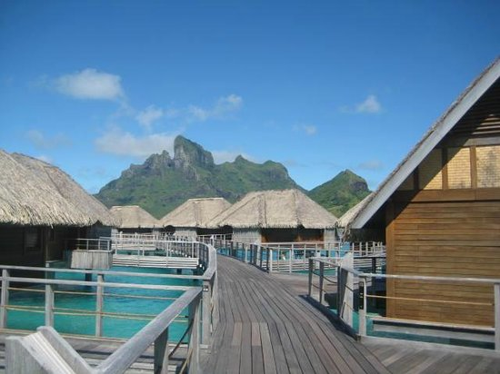 Four Seasons Resort Bora Bora: The path to our bungalow