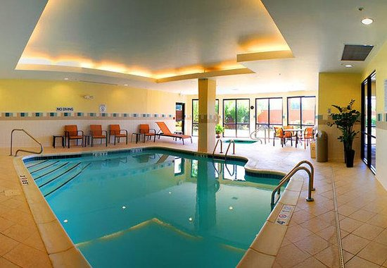 Courtyard by Marriott Anniston Oxford: Indoor Pool