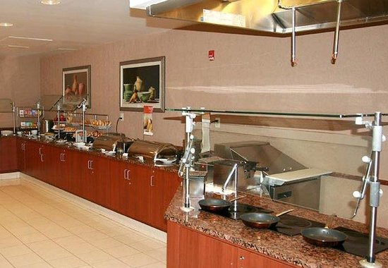 Courtyard by Marriott Republic Airport Long Island/Farmingdale: Breakfast Buffet