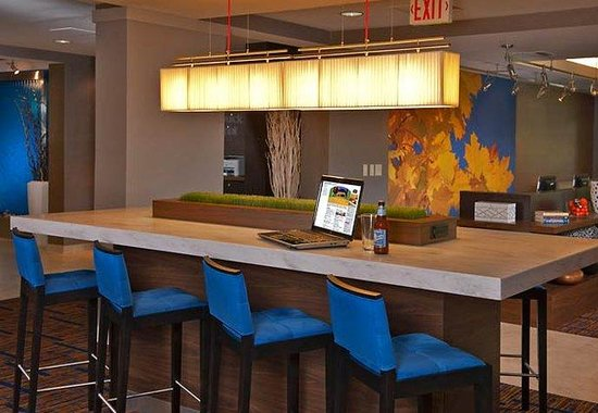 Courtyard by Marriott Edison/Woodbridge: Business Library