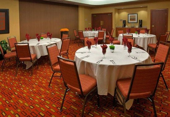 Courtyard by Marriott Roanoke Airport: Appalachian Room – Round Style