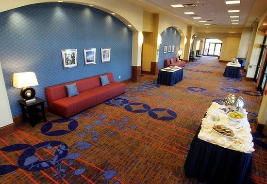 Courtyard by Marriott Moorhead: Conference Center Pre-Function Area
