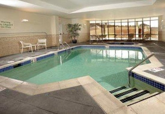 Courtyard Hadley Amherst: Indoor Pool & Hot Tub