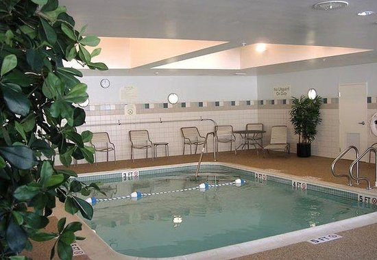 Courtyard by Marriott Portland Airport: Indoor Pool & Spa