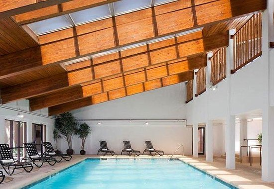 Courtyard by Marriott Santa Fe: Indoor Pool