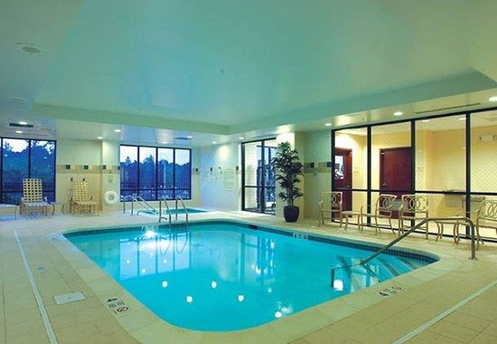 Courtyard by Marriott: Indoor Pool &amp; Whirlpool