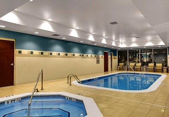 Courtyard by Marriott Chapel Hill: Indoor Pool &amp; Whirlpool