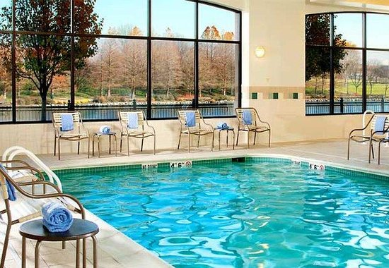 Courtyard by Marriott Gaithersburg Washingtonian Center: Indoor Pool