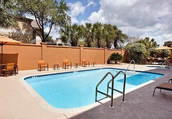 Courtyard by Marriott Gainesville: Outdoor Pool