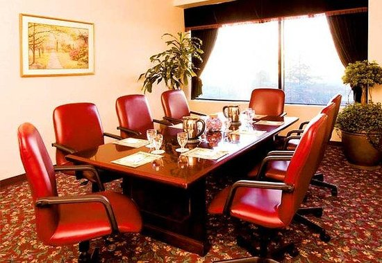 Courtyard by Marriott LaGuardia: Boardroom