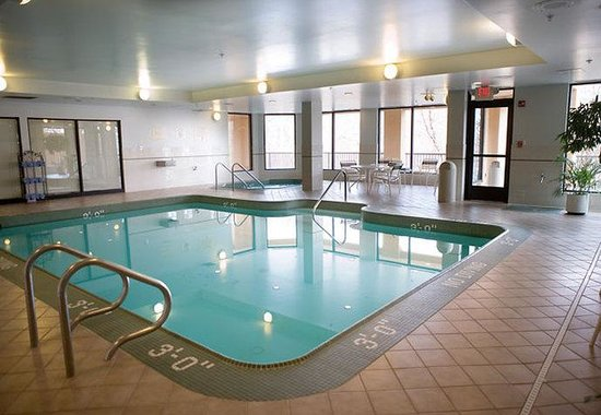 Courtyard by Marriott Grand Rapids Airport: Indoor Pool & Whirlpool