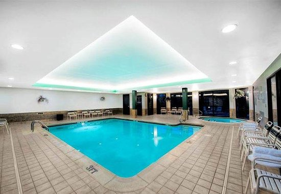 Courtyard Manchester-Boston Regional Airport: Indoor Pool & Spa