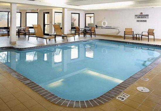 Courtyard by Marriott Lafayette Airport: Indoor Pool & Whirlpool