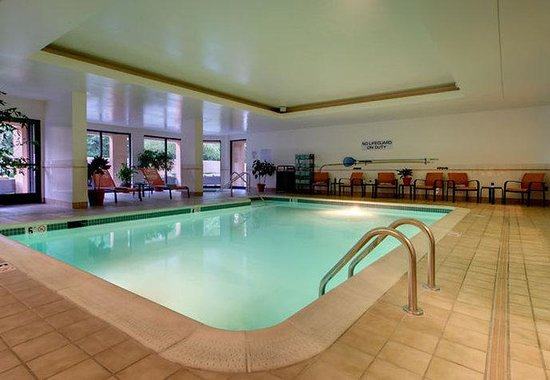 Courtyard by Marriott Richmond Airport: Indoor Pool & Spa