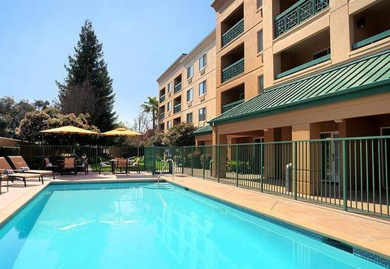 Courtyard by Marriott San Ramon: Outdoor Pool