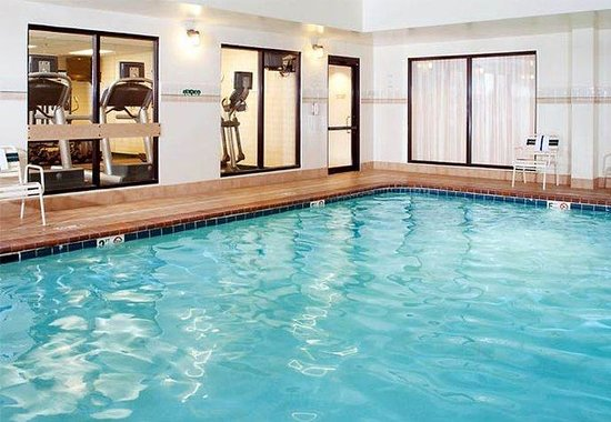 Westlake, OH: Indoor Pool & Hot Tub