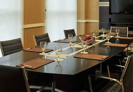 Towson, MD: Executive Boardroom