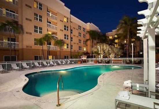 Courtyard Miami Aventura Mall: Outdoor Pool