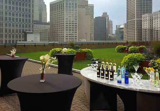 Courtyard by Marriott Detroit Downtown: Outdoor Patio