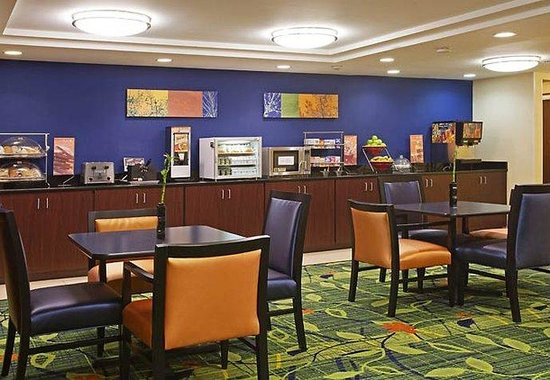 Fairfield Inn Plymouth Middleboro: Breakfast Buffet