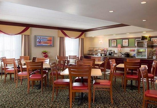 Laurel, MD: Breakfast Area