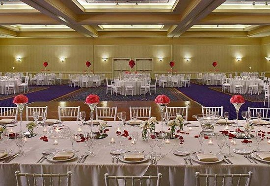 Kingsport, TN : Grand Ballroom Wedding