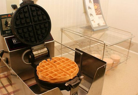 Fairfield Inn & Suites Boca Raton: Breakfast Waffles
