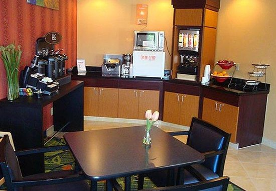 Fairfield Inn & Suites Bismarck South: Breakfast Area
