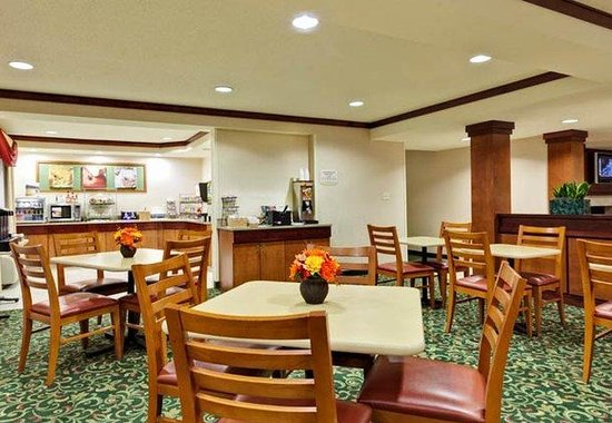 Merrillville, IN: Breakfast Area