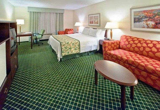 Fairfield Inn by Marriott Huntsville: Larger King Guest Room