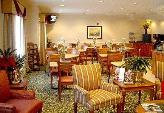 Fairfield Inn by Marriott Huntsville: Breakfast Area