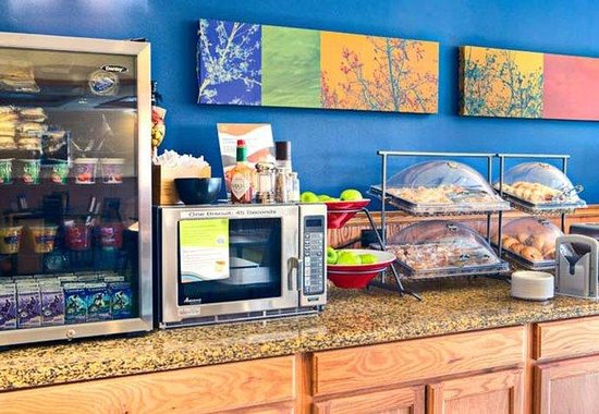Fairfield Inn &amp; Suites San Angelo: Breakfast Bar