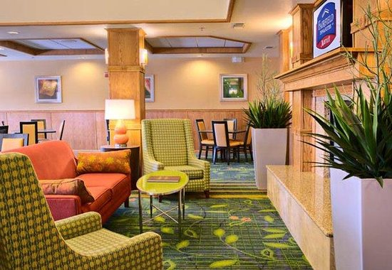 Fairfield Inn & Suites San Angelo: Breakfast Lounge Area